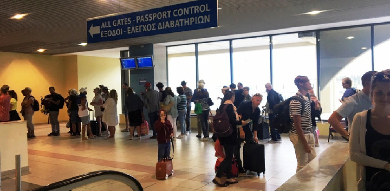 Ανω-κάτω η Ρόδος με απευθείας πτήση από τη Σουηδία - Τι απαντά ο Θεοχάρης