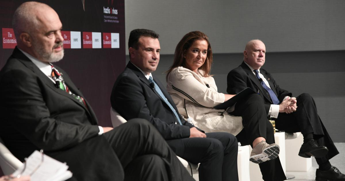 Βόρεια Μακεδονία / Τώρα χαίρεται και πανηγυρίζει η Ντόρα για την επανεκλογή Ζάεφ!