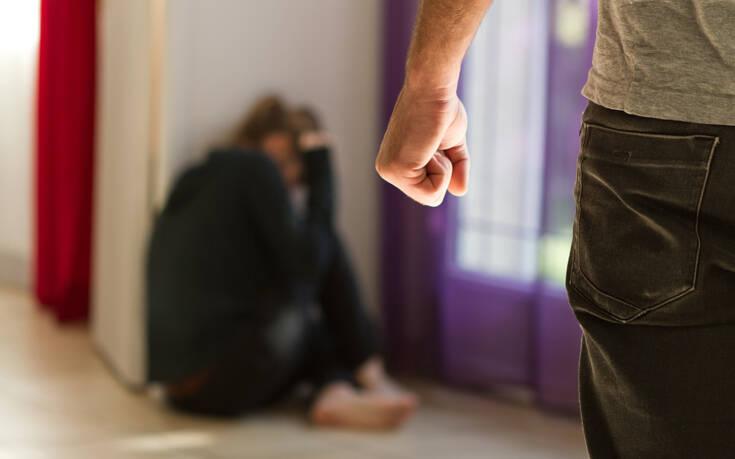 Κατακόρυφη αύξηση της ενδοοικογενειακής βίας στην Ελλάδα μετά την καραντίνα